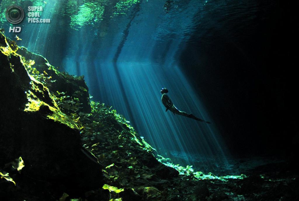 «Луч надежды». Место съемки: Мексика. Канкун, Кинтана-Роо. (Aaron Wong/National Geographic Photo Contest)