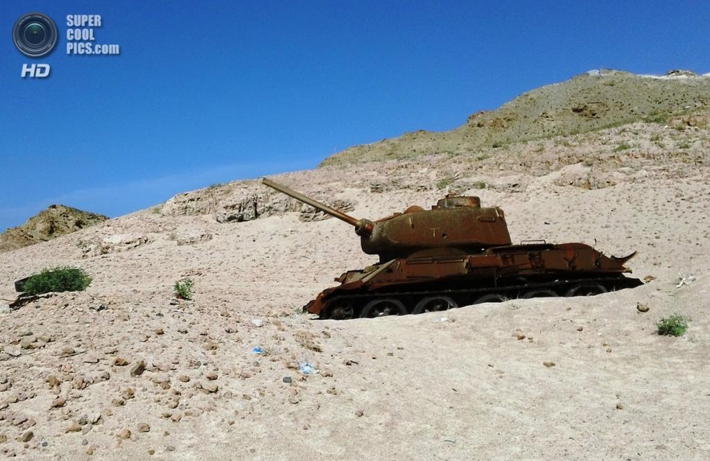 Старый ржавый танк. (Gerry & Bonni)