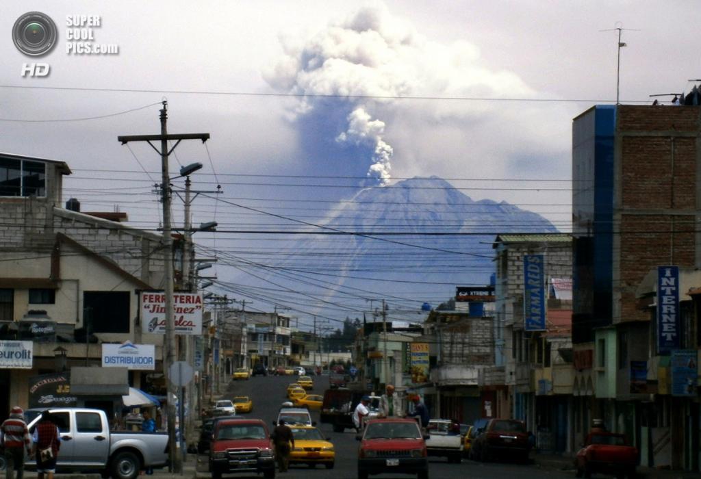 Эквадор. Риобамба, Чимборасо. 17 декабря 2012 года. Извержение вулкана Тунгурауа. (AFP/Getty Images)