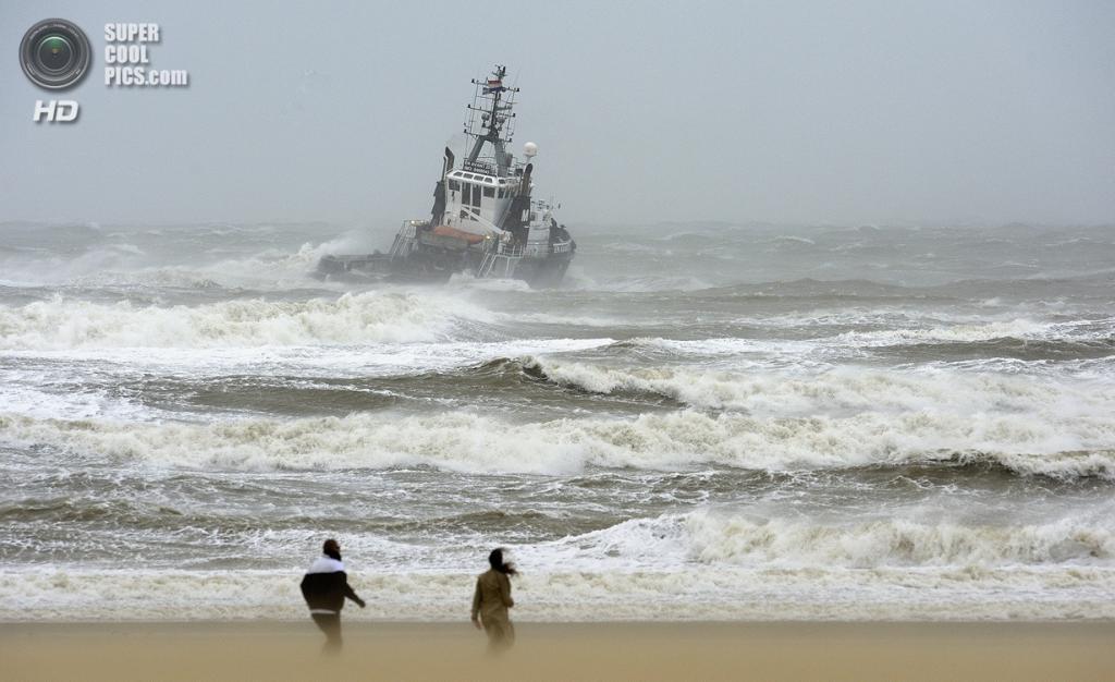 Нидерланды. Схевенинген, Гаага. 28 октября. Во время урагана «Святой Иуда». (ANP/Lex van Lieshout) — Пост на сайте