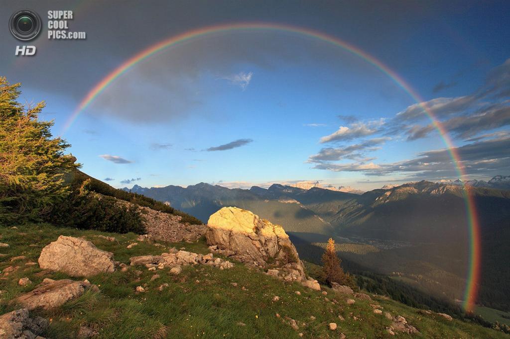 «Круг света». Место съемки: Италия. Паолина, Тренто. (Alessandro Gruzza/National Geographic Photo Contest)