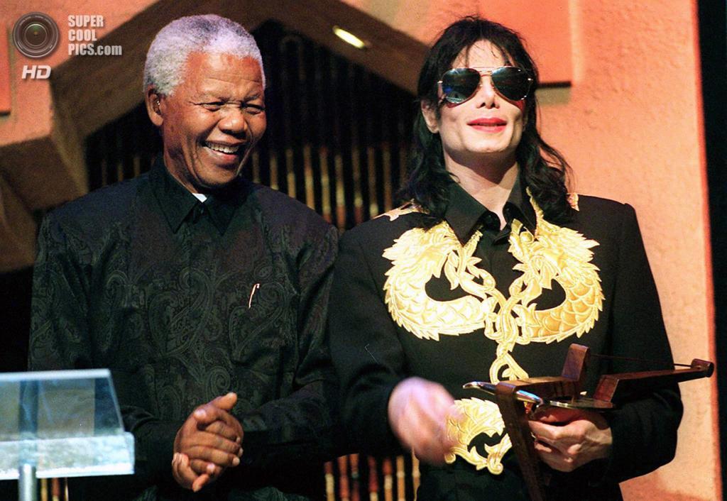 ЮАР. Сан-Сити. 4 сентября 1999 года. Нельсон Мандела и Майкл Джексон. (Adil Bradlow/AFP/Getty Images)