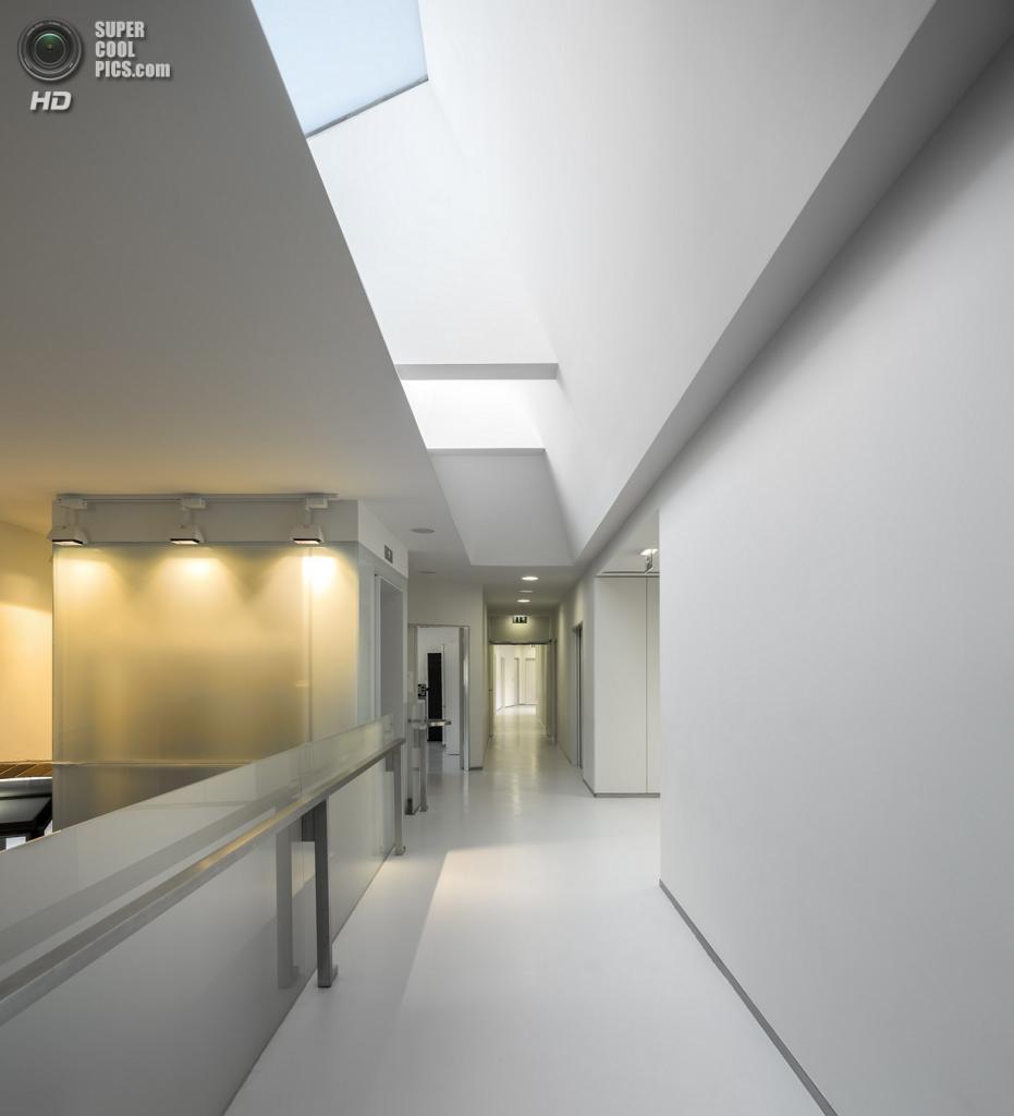 Португалия. Ковойнш, Коимбра. Банк крови, спроектированный ARX. (FG+SG)