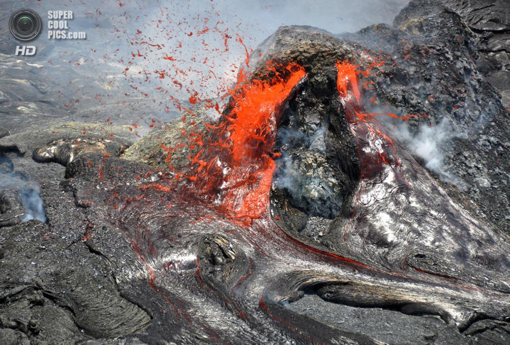 США. Гавайи. 20 апреля. Извержение вулкана Килауэа. (USGS/Hawaiian Volcano Observatory)
