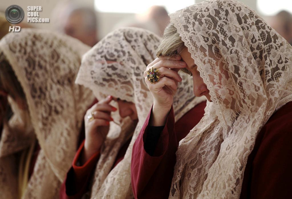 Иордания. Амман. 25 декабря. Православные иорданцы на утренней мессе молятся за мир в своей стране. (AP Photo/Mohammad Hannon)