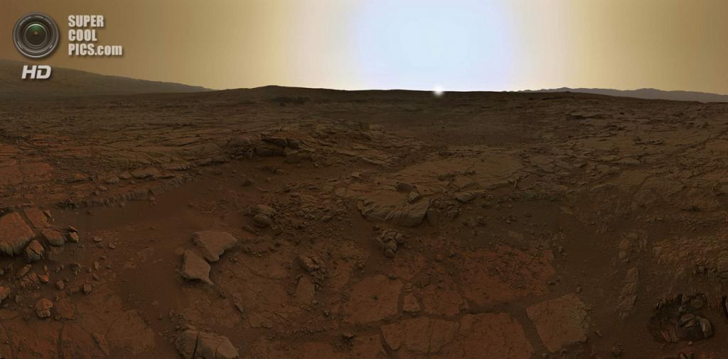 Марс. 15 февраля. Рассвет над кратером Гейла, сфотографированный марсоходом «Кьюриосити». (NASA/JPL/MSSS/Olivier de Goursac) — Пост на сайте