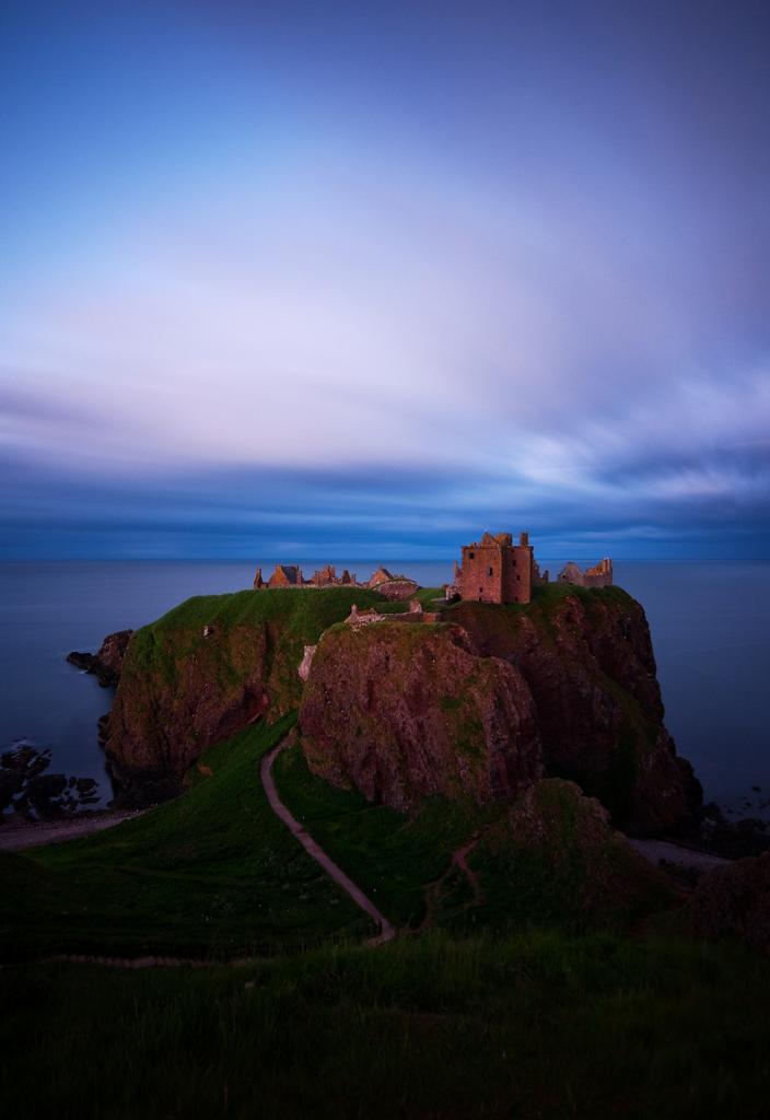 Самая неприступная крепость Шотландии (12 фото)