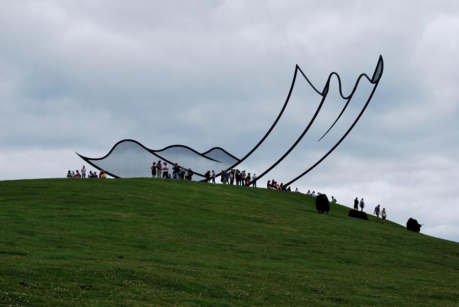 Новая Зеландия. Кайпара, Нортленд. Скульптура «Horizons» Нила Доусона в скульптурном парке Gibbs Farm. (Dylan and Kristen)