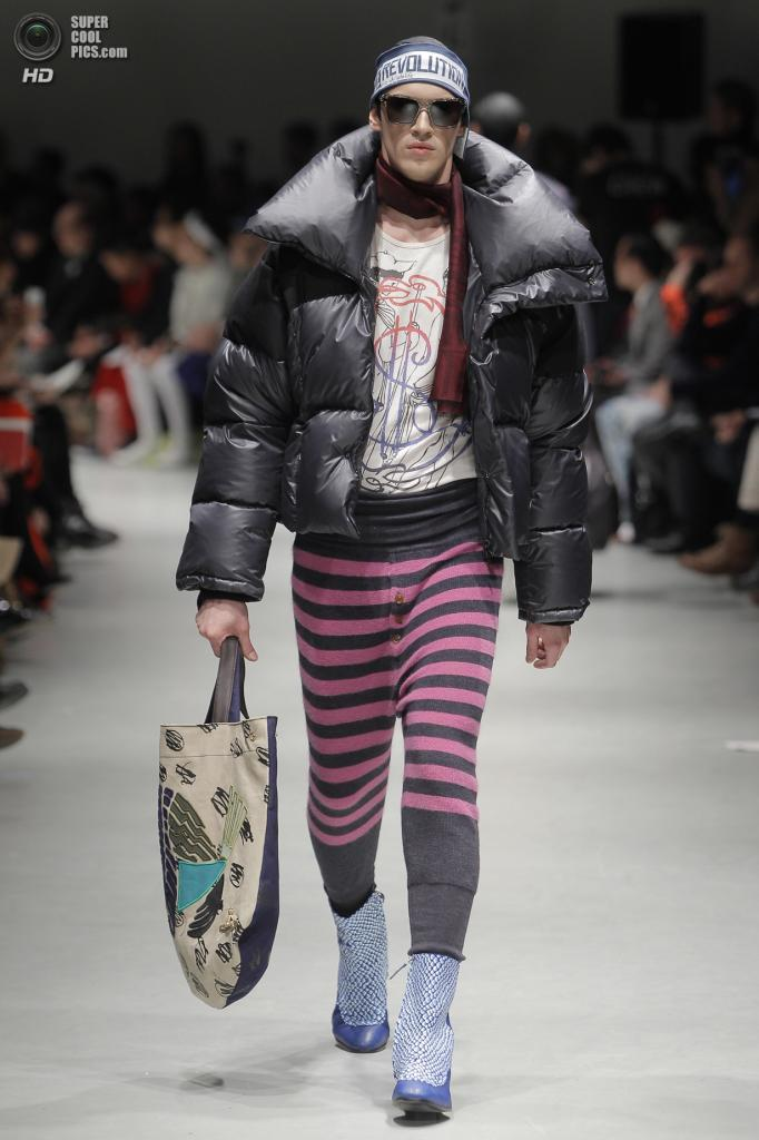 Италия. Милан. 12 января. Во время показа коллекции осень-зима 2014 от дома мод Vivienne Westwood. (Getty Images)