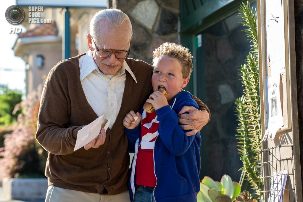Комедия «Несносный дед» режиссёра Джеффа Треймейна. Номинирован в категории: «Лучший грим и причёски». (Кадр из фильма)