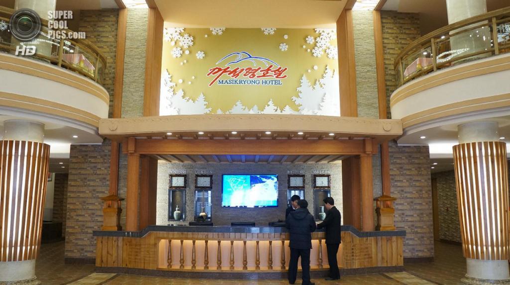 Фойе отеля Masikryong на горнолыжном курорте Masik Pass Ski Resort в Северной Корее. (KCNA)