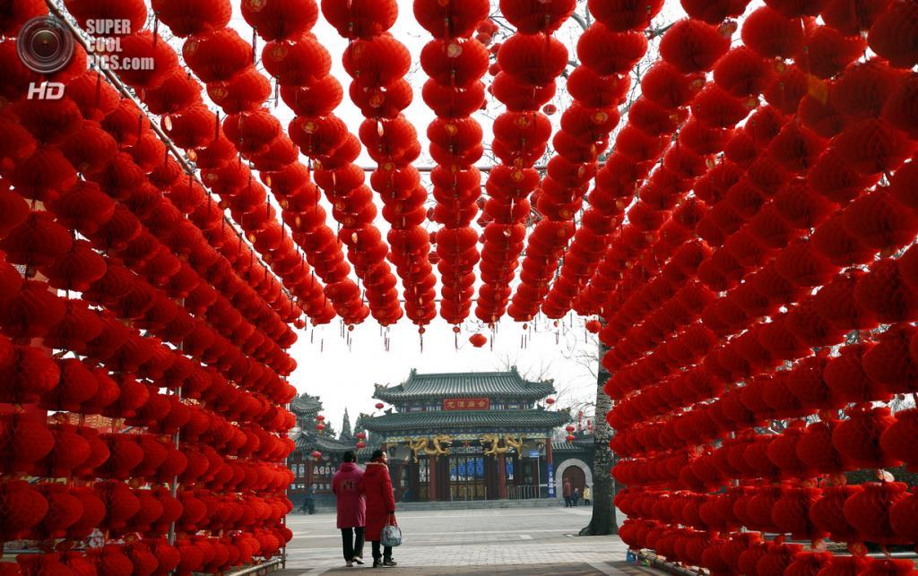 Китай. Пекин. 29 января. В преддверии Китайского Нового года. (REUTERS/Kim Kyung-Hoon)