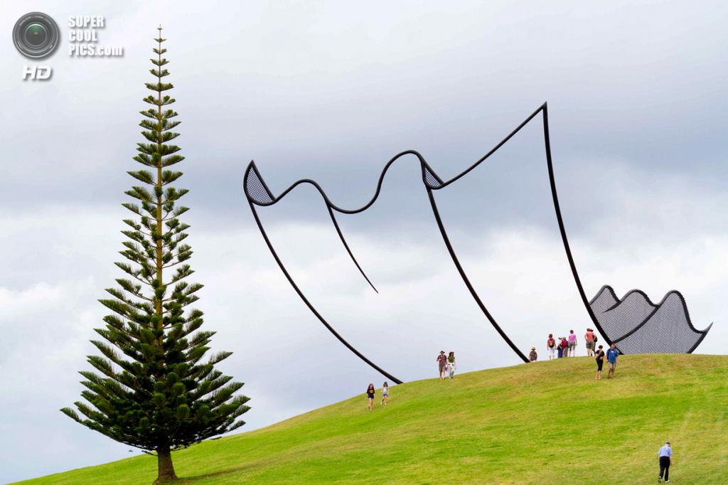 Новая Зеландия. Кайпара, Нортленд. Скульптура «Horizons» Нила Доусона в скульптурном парке Gibbs Farm. (Richard Joseph)