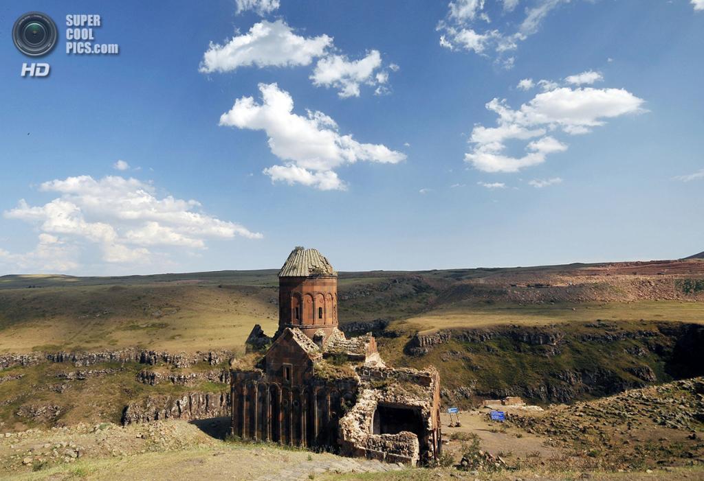 Турция. Ани, Карс. Руины Церкви Святого Григория, построенной в начале XI века. (AP Photo)