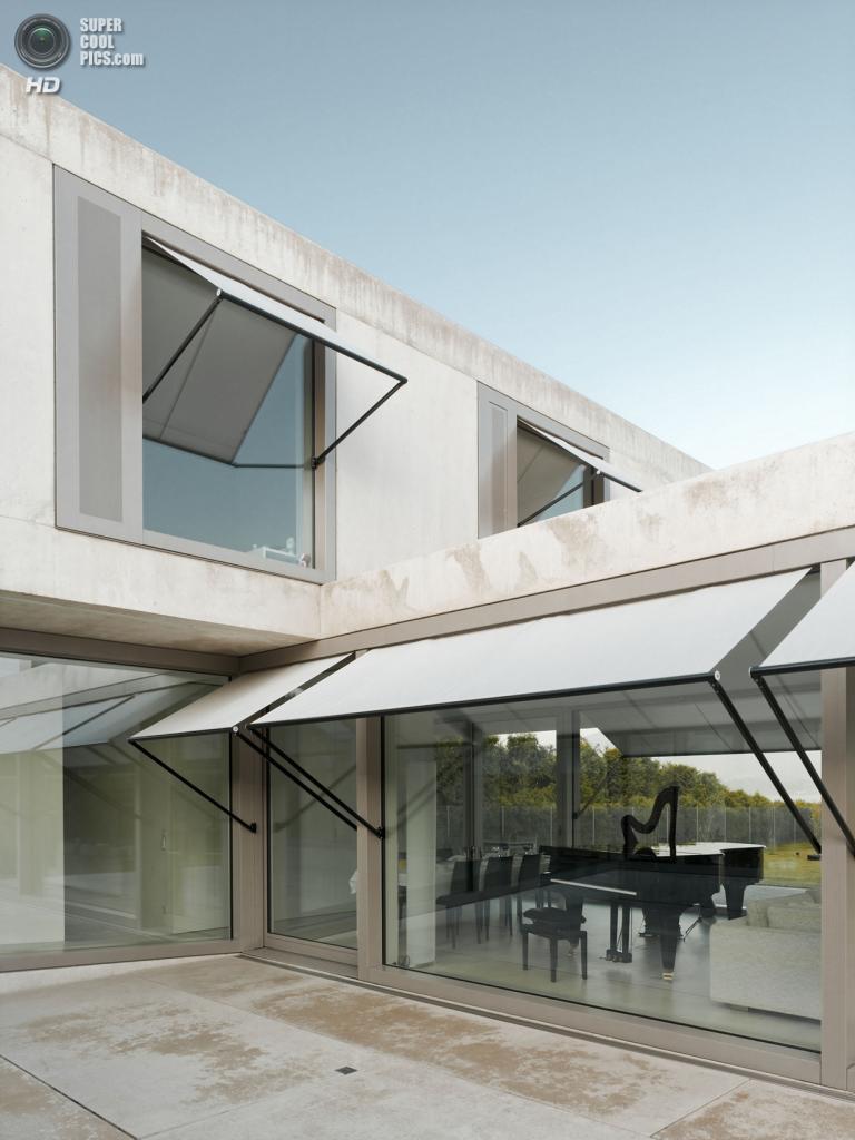 Швейцария. Фирвальдштетское озеро. Частный дом Villa M, спроектированный Niklaus Graber & Christoph Steiger Architekten. (Dominique M.Wehrli)