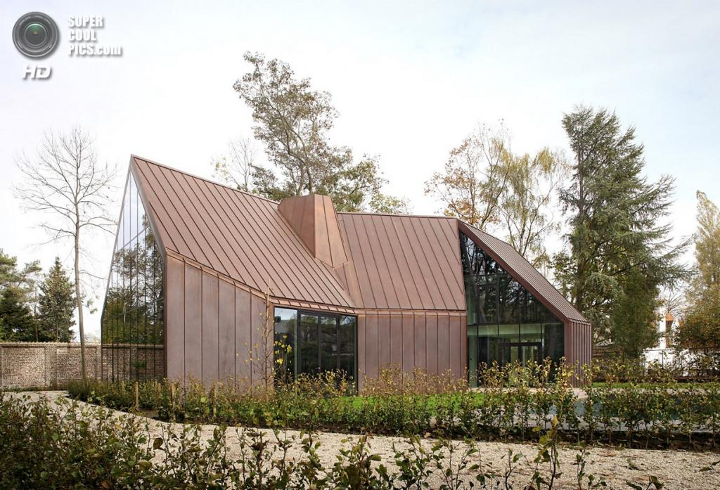 Бельгия. Дестелберген, Восточная Фландрия. Частный дом House VDV, спроектированный Graux & Baeyens Architecten. (Filip Dujardin)