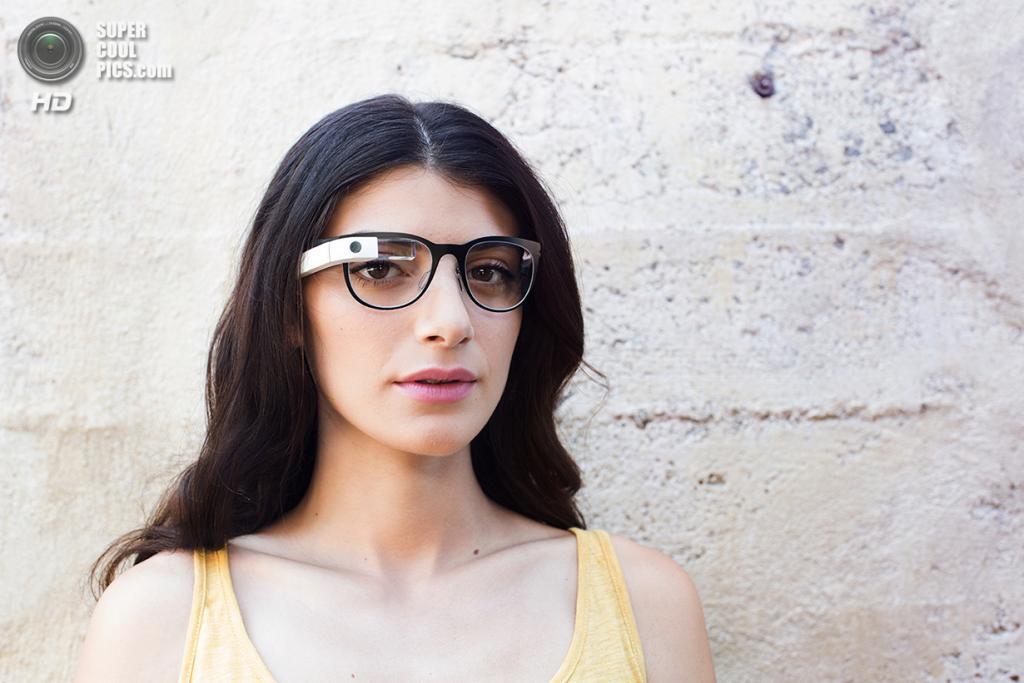 Google Glass с оправой Curve. (Google)