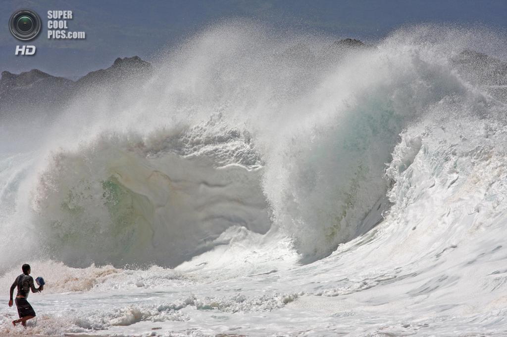 «Покоряя прибой». Литл бесстрашно ловит гигантские волны. (Aaron Lloyd)