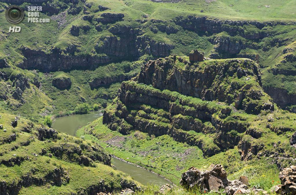 Турция. Ани, Карс. 4 июня 2013 года. Руины у реки Ахурян, разделяющей Турцию с Арменией. (MrHicks46)