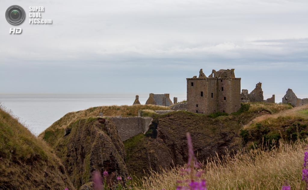 Великобритания. Абердиншир, Шотландия. Замок Данноттар. (Simon Q)