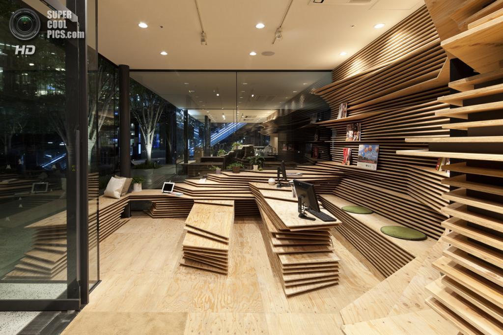 Япония. Осака. Информационный центр Shun*Shoku Lounge японского ресторанного гида Gurunavi, спроектированный Kengo Kuma & Associates. (Kengo Kuma & Associates)