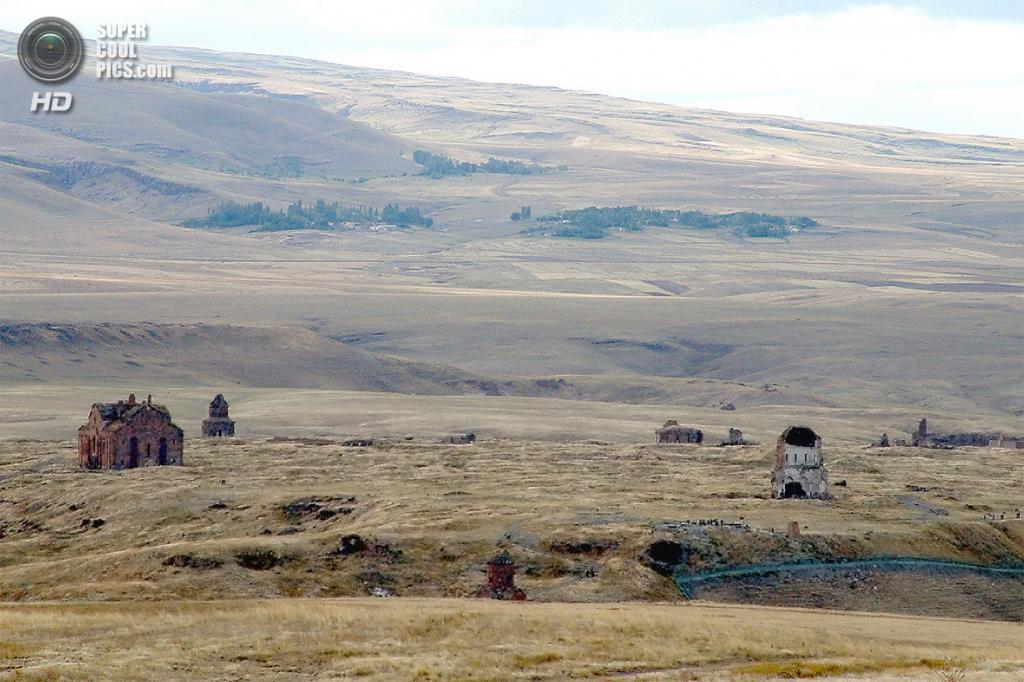 Турция. Ани, Карс. 4 июня 2013 года. Вид на древний город-призрак со стороны Армении. (haigoes)
