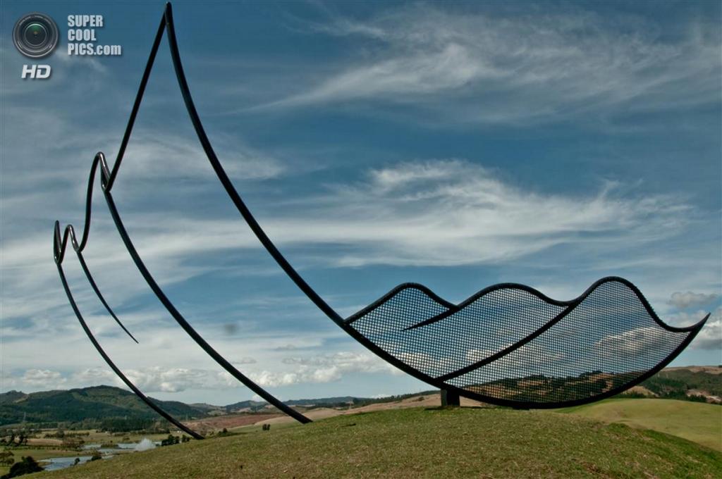 Новая Зеландия. Кайпара, Нортленд. Скульптура «Horizons» Нила Доусона в скульптурном парке Gibbs Farm. (IntSculptureCtr)