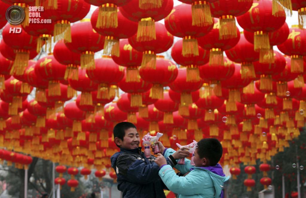 Китай. Пекин. 24 января. В преддверии Китайского Нового года. (REUTERS/China Daily)