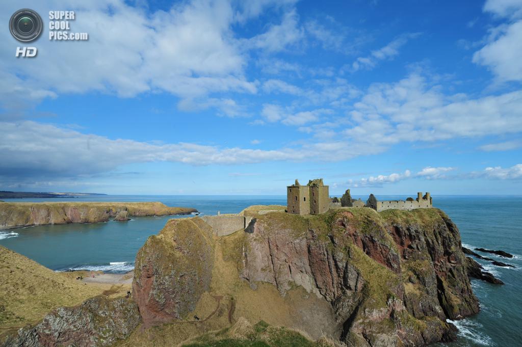 Великобритания. Абердиншир, Шотландия. Замок Данноттар. (pbutke)