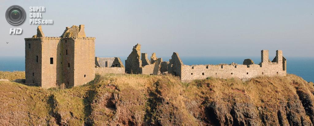 Великобритания. Абердиншир, Шотландия. Замок Данноттар. (stu smith)