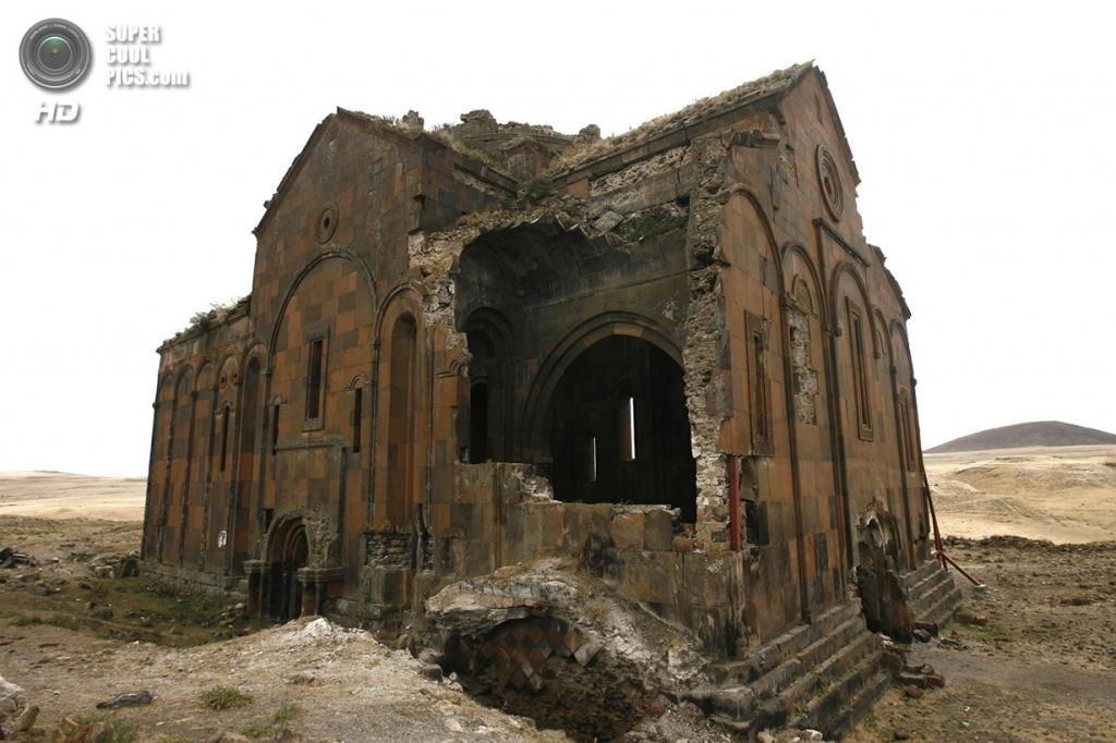 Турция. Ани, Карс. Анийский собор. (AP Photo/Burhan Ozbilici)