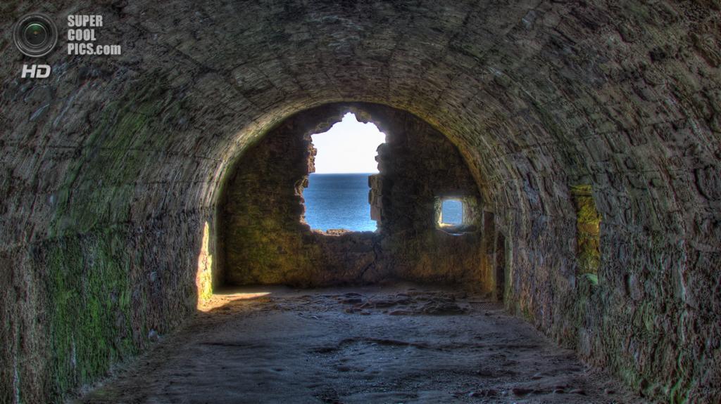 Великобритания. Абердиншир, Шотландия. Замок Данноттар. (Mr. Jason Hayes)