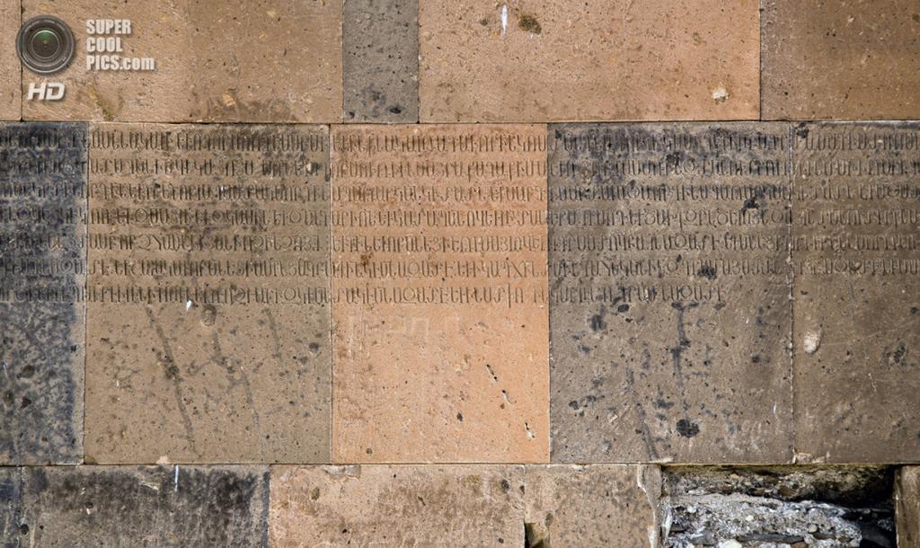 Турция. Ани, Карс. Надписи на стенах собора. (Scott Dexter)