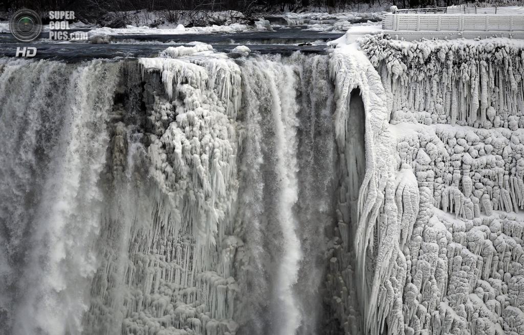 Canadá.  Niagara Falls, Ontário.  08 de janeiro.  Niagara Falls.  (REUTERS / Aaron Harris)