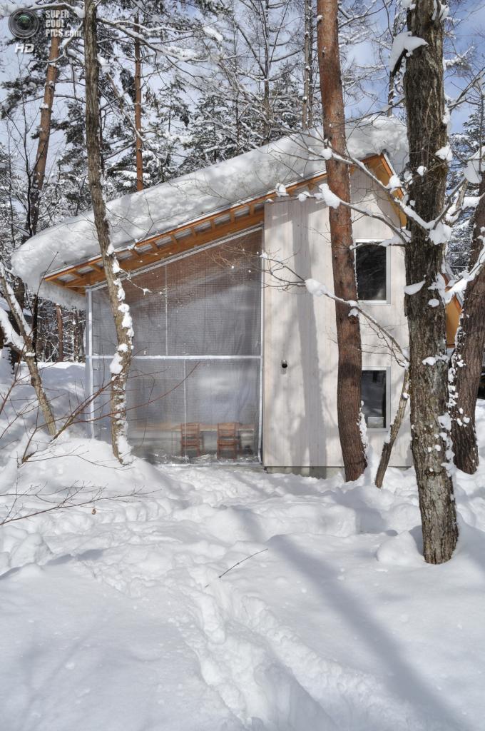 Япония. Хакуба, Нагано. Частный дом, спроектированный Naka Architects. (Toshiharu Naka)