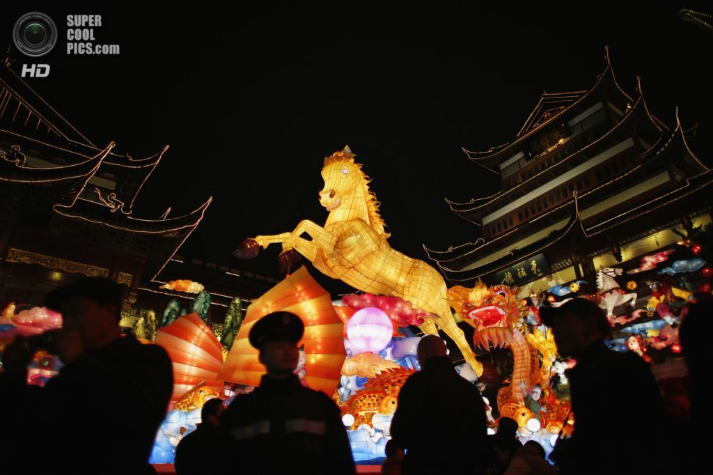 Китай. Шанхай. 25 января. В преддверии Китайского Нового года. (REUTERS/Carlos Barria)