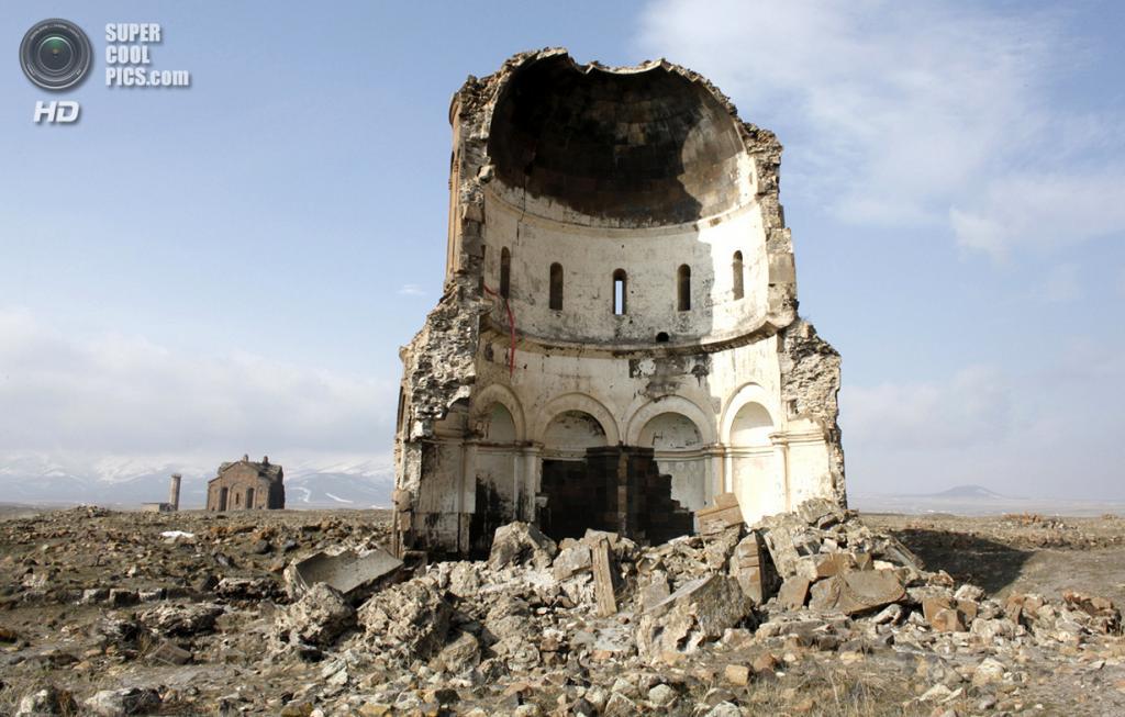 Турция. Ани, Карс. 19 февраля 2010 года. Остатки Церкви Святого Спасителя. (REUTERS/Umit Bektas)