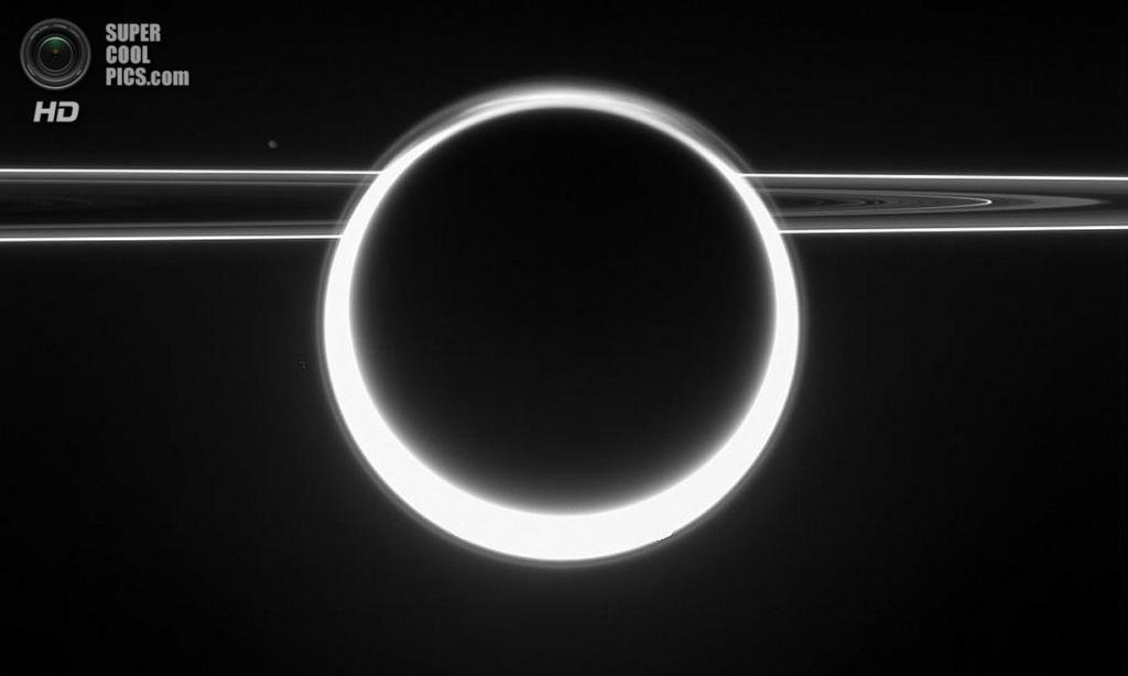 Ослепительный 360-градусный закат на Титане: солнечный свет рассеивается в атмосфере. (NASA/JPL-Caltech/SSI)