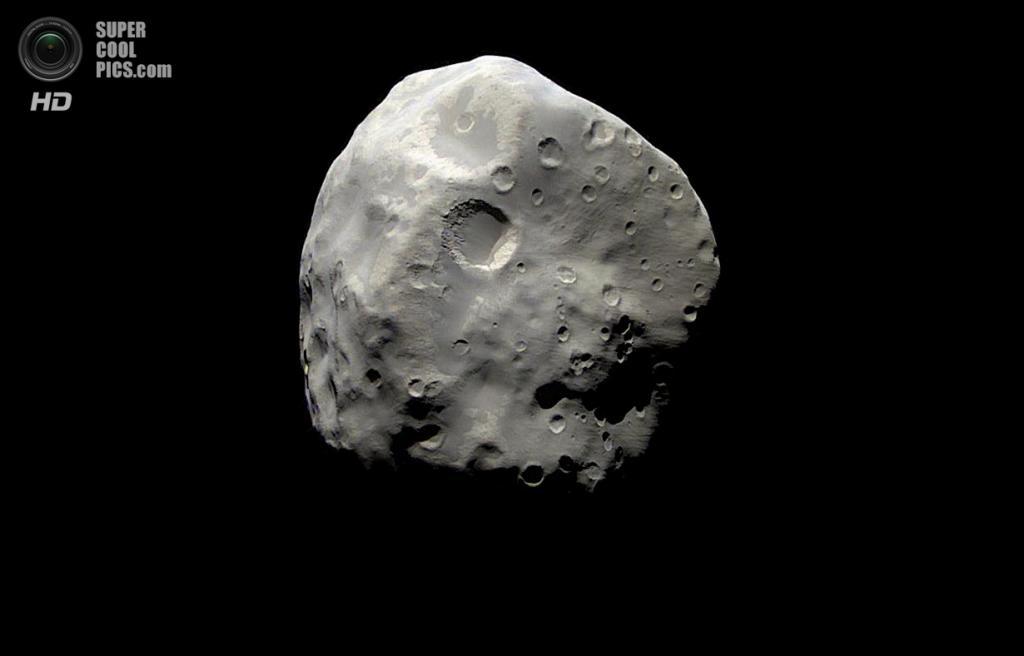 Эпиметей (116 км в поперечнике) — внутренний спутник, который, судя по низкой плотности (ниже плотности воды, около 0,69 г/см³), представляет собой пористое тело, состоящее главным образом изо льда. (NASA/JPL-Caltech/SSI)