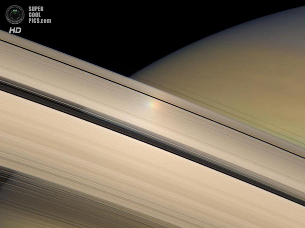 Освещённые Солнцем кольца и поверхность Сатурна. (NASA/JPL-Caltech/SSI)