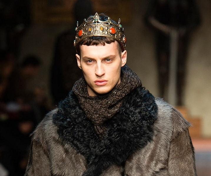 Неделя моды в Милане: Экстравагантные наряды для мужчин (35 фото)