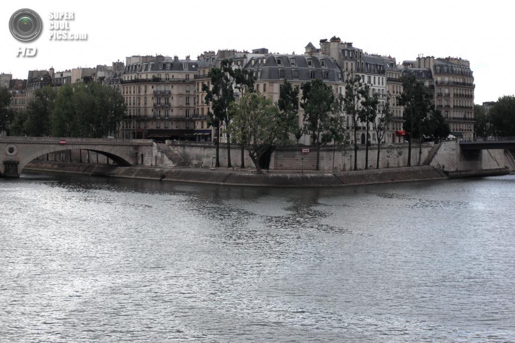 Остров Сен-Луи в Париже, Франция. Население: 2 465 чел. Площадь: 0,11 км². Плотность населения: 22 409 чел./км². (HeyRocker)