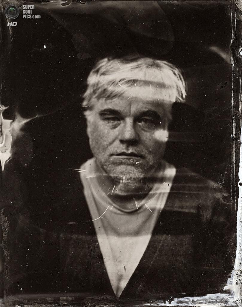 Покойный Филип Сеймур Хоффман. Одно из последних фото актёра на публике. (Victoria Will/Invision/AP)