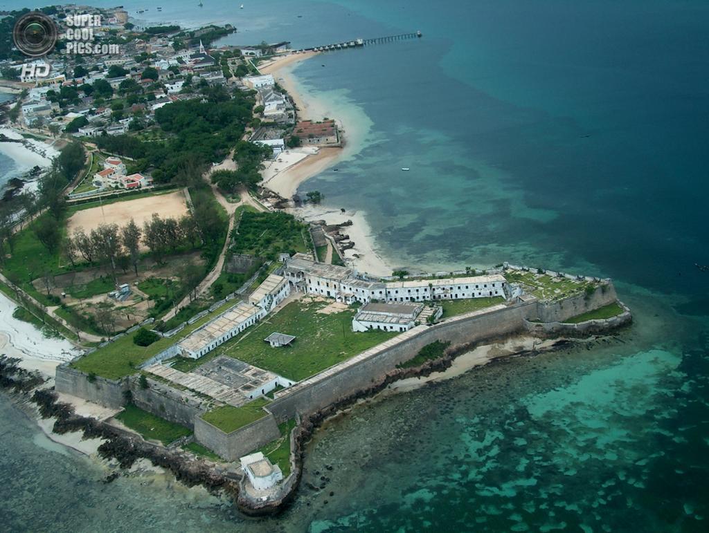 Остров Мозамбик в провинции Нампула, Мозамбик. Население: 54 315 чел. Площадь: 1,5 км². Плотность населения: 36 210 чел./км². (IGESPAR)