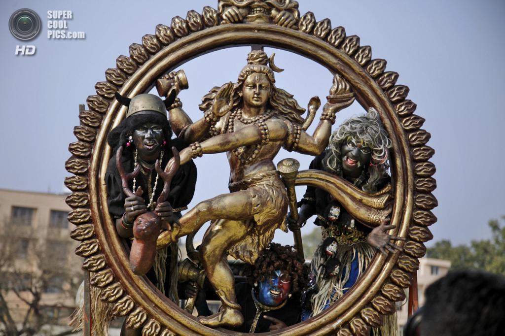 Индия. Джамму, Джамму и Кашмир. 26 февраля. Индусы в образе демонов во время фестиваля «Маха-Шиваратри». (AP Photo/Channi Anand)