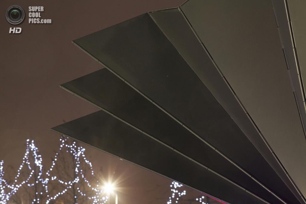 Великобритания. Лондон. Киоск, спроектированный Make Architects. (Make Architects)