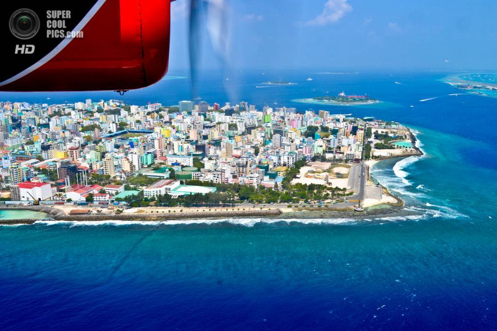 Остров Мале, Мальдивы. Население: 92 555 чел. Площадь: 1,952 км². Плотность населения: 47 416 чел./км². (Jenny)