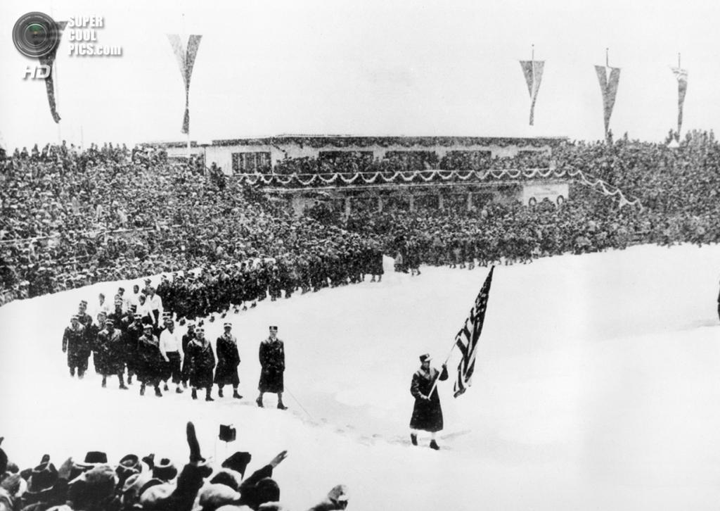 Третий рейх. Гармиш-Партенкирхен, Бавария. 6 февраля 1936 года. Спортсмены из США на церемонии открытия IV Олимпийских зимних игр. (AP Photo)