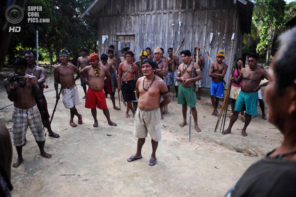 Бразилия. Пара. 25 января. Собрание племени. (REUTERS/Lunae Parracho)