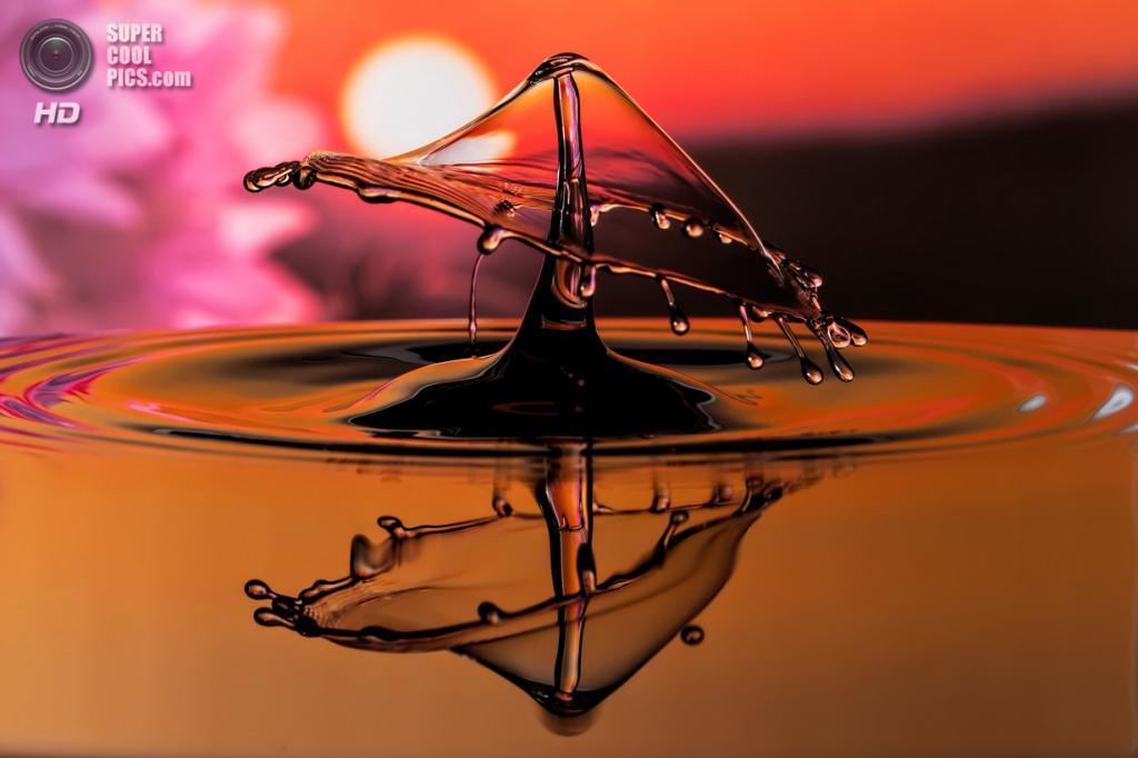 Танцующие скульптуры из воды. (Ronny Tertnes/TwoByTwoEditorial.co.uk)
